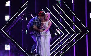 Un intrus est monté sur scène de l'Eurovision lors de la prestation du Royaume-Uni, le 12 mai 2018 à Lisbonne (Portugal)