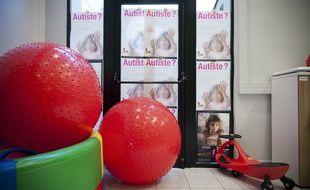 Dans une structure associative parisienne d'accueil d'enfants autistes, Vaincre l'autisme.