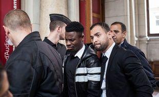 Serge Aurier à la sortie du tribunal correctionnel de Paris, le 26 septembre 2016.