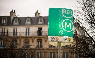 Le 10 décembre 2018, à Paris (12e). Une entrée du RER A et du métro (lignes 1, 2, 6 et 9), place de la Nation.
