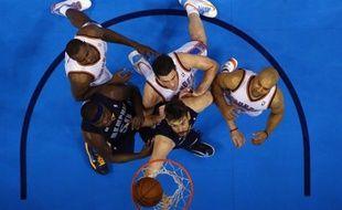 Memphis s'est imposé sur le parquet d'Oklahoma City (99-93) mardi lors du 2e tour des play-offs (ou demi-finales de conférence) de la NBA, alors que New York est revenu à la hauteur d'Indiana à l'issue d'une impressionnante démonstration au Madison Square Garden.