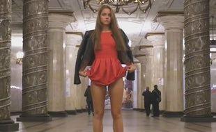 Un étudiante russe dénonce l'upskirting dans une vidéo tournée dans le métro de Saint-Petersbourg