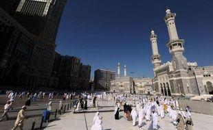 Une marée humaine convergeait vendredi vers la plaine de Mina, près de La Mecque en Arabie saoudite, quelque 2,5 millions de musulmans entamant les rites du pèlerinage annuel.