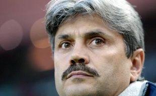 """Guy Lacombe, ancien entraîneur du Paris SG, a été nommé lundi entraîneur du Stade rennais (L1) en remplacement de Pierre Dréossi, """"afin de relancer la dynamique de l'équipe"""" après six défaites consécutives en L1, a annoncé le club."""