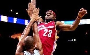 Les finales de la NBA entre les Spurs de San Antonio et les Cavaliers de Cleveland seront l'occase d'un combat de titans entre l'expérimenté Tim Duncan et la jeune star Lebron James.