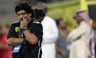 La légende du football argentin Diego Maradona a été confirmé à son poste d'entraîneur d'Al-Wasl de Dubaï en dépit d'une saison catastrophique, a indiqué mardi le président du club.