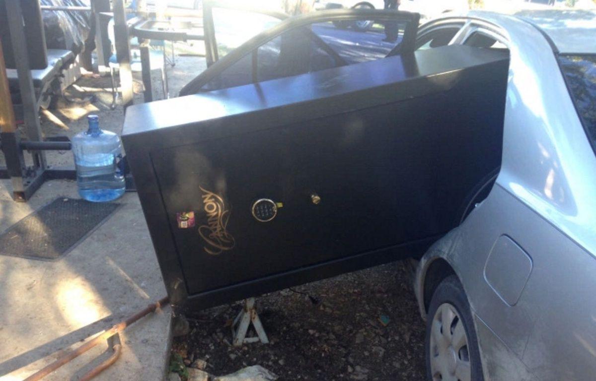 Les cambrioleurs ont volé un coffre-fort si gros qu'ils n'ont pas pu le faire renter dans leur voiture. – Hays County Sheriff's Office
