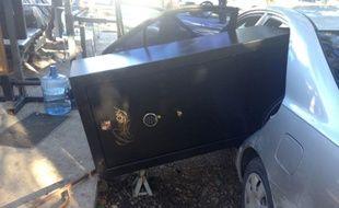Les cambrioleurs ont volé un coffre-fort si gros qu'ils n'ont pas pu le faire renter dans leur voiture.