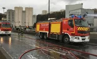 Un camion transportant 35 tonnes de bois a pris feu jeudi 15 mars à la sortie du tunnel de Fourvière de Lyon.