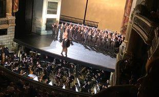 Pene Pati, et le casting de Roméo et Juliette, sur la scène du Grand Théâtre de Bordeaux.