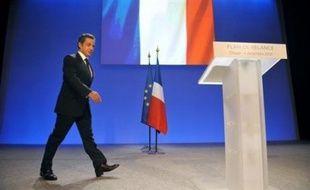 Nicolas Sarkozy a dévoilé jeudi à Douai un plan de relance très attendu qui prévoit d'injecter 26 milliards d'euros en 2009, financés par le déficit et donnant priorité à l'investissement, pour tenter de relancer l'économie française au bord de la récession.