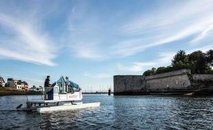 Pastic Odyssey a conçu un prototype de son bateau carburant au déchet plastique qui sillonne les côtes françaises depuis juin 2018.