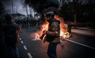 """Un journaliste couvrant la mobilisation des """"gilets jaunes"""" le 12 janvier à Bourges. Illustration."""