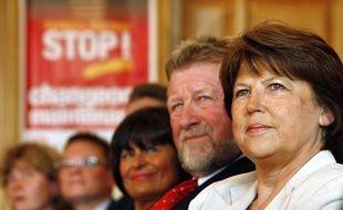 La Première secrétaire du Parti socialiste, Martine Aubry, en compagnie de Jean-Pierre Kucheida (à sa droite).