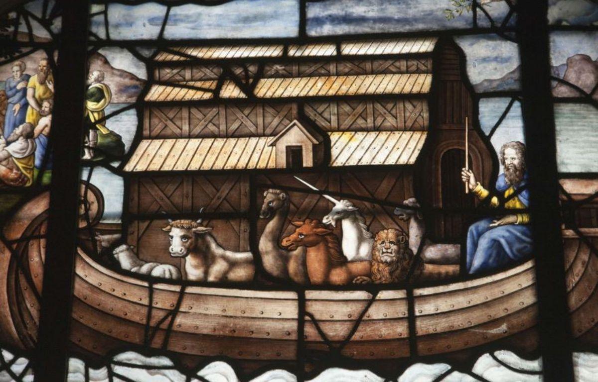 Vitrail de l'Eglise Saint-Etienne du Mont à Paris montrant Noé naviguant sur son Arche – SUPERSTOCK