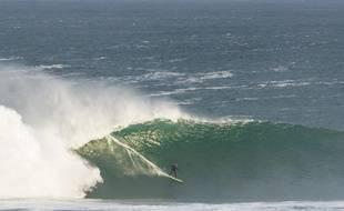 La surfeuse française, Justine Dupont, en pleine action à Mullaghmore Head en Ireland.