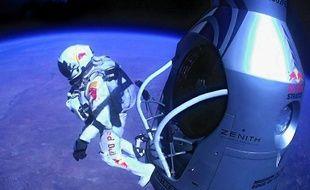 Felix Baumgartner, premier homme à franchir le mur du son en chute libre.