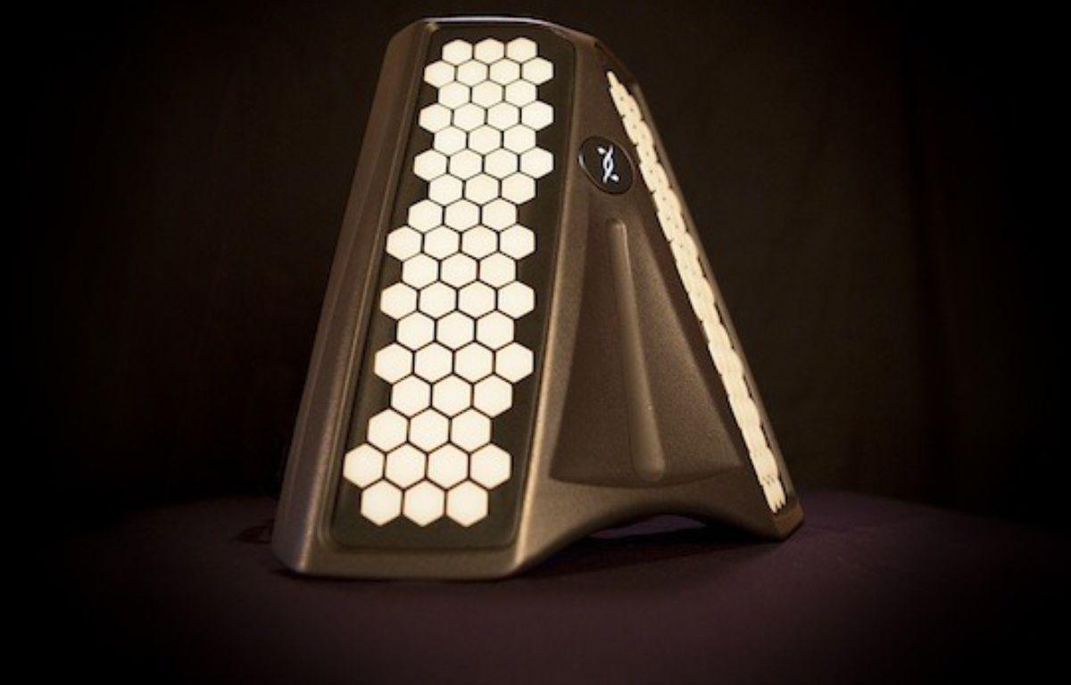 Le Dualo du-touch, un nouvel instrument de musique. – kiss kiss bank bank