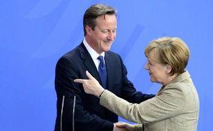 La chancelière allemande Angela Merkel (d) et le Premier ministre britannique David Cameron à Berlin le 29 mai 2015