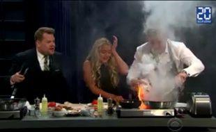 Gordon Ramsay laisse accidentellement brûler son bacon sur CBS.