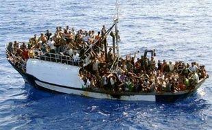 Un nouveau drame de l'immigration clandestine a fait au moins 21 morts et plus de 200 disparus dans le naufrage au large de la Libye d'une embarcation de fortune en route pour l'Europe, a annoncé mardi l'Organisation internationale des migrations (OIM).
