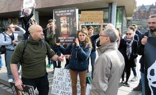 Les échanges ont été vifs mais cordiaux entre les militants et le représentant du cirque Bouglione.