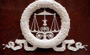 Hans Peterson, un Franco-américain de 34 ans, a été condamné en appel vendredi à 30 ans de réclusion criminelle par la cour d'assises de Paris pour l'assassinat d'un dermatologue en 2006 à Chicago (Etats-Unis). La cour, qui l'a reconnu pénalement responsable, a assorti cette peine d'une période de sûreté de 20 ans et d'un suivi socio-judiciaire de 10 ans avec une injonction de soins. En première instance, Hans Peterson avait été condamné à la réclusion criminelle à perpétuité.