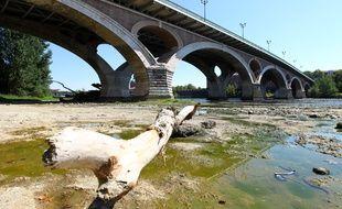 La Garonne en période de sécheresse.
