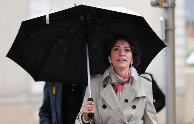 """La ministre des Affaires sociales et de la Santé Marisol Touraine a estimé mercredi sur France Inter que le tweet envoyé par Valérie Trierweiler, la compagne de François Hollande, était """"un sentiment privé"""" et qu'elle n'avait pas """"cherché à contredire"""" le chef de l'Etat."""