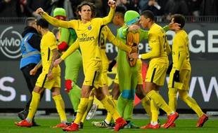 Surnommé Donatello par ses coéquipiers, Kylian Mbappé a reçu un joli hommage samedi à Rennes avec des hommes déguisés en Tortues Ninja.