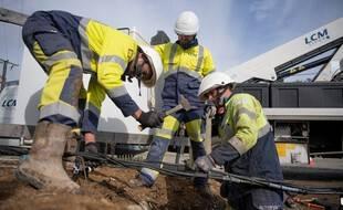 Les techniciens et techniciennes d'Enedis sont mobilisées pour raccorder le réseau.