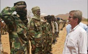 Le chef de la diplomatie française Bernard Kouchner doit rencontrer ce dimanche à N'Djamena le président Idriss Deby Itno qu'il doit convaincre d'accepter le déploiement d'une force pour sécuriser les camps de l'est du pays.