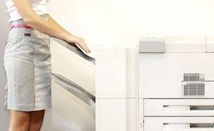 Au Pôle emploi d'Evreux, le papier n'est plus fourni pour imprimer des CV (illustration).