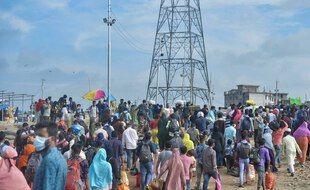 Des centaines de milliers de Bangladais sont retournés travailler samedi 31 juillet malgré la pandémie.
