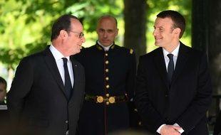 François Hollande et Emmanuel Macron le 10 mai 2017 à Paris