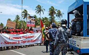 Rassemblements dispersés à coups de gaz lacrymogène ou sous la menace de jeunes armés de gourdins, incertitude sur la date des législatives: le Togo est en proie à de fortes tensions, alors que l'opposition appelle à trois jours de manifestations dans la capitale.