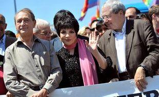 Liza Minnelli, accompagnée de Bertrand Delanoë et Jean-Paul Huchon, lors de l'édition 2009 de la gay pride, le 27 juin 2009.