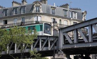 Des préavis de grève ont été aussi déposés dans les aéroports parisiens et dans les transports urbains en province
