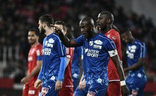 L'homme soupçonné d'avoir proféré des cris racistes visant le défenseur et capitaine d'Amiens, Prince Gouano, lors du match de Ligue 1 contre Dijon a été placé sous le statut de témoin assisté.