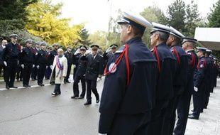 La maire de Colombes, Nicole Gouetales à Nanterre, le 22 octobre 2015, lors d'une cérémonie durant laquelle des médailles d'acte de courage et de dévouement ont été remises aux survivants de l'attaque d'Amédy Coulibaly à Montrouge