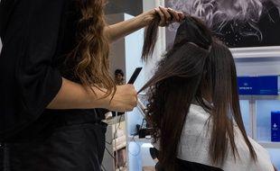 Illustration d'un salon de coiffure.