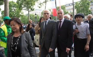 Jeanne d'Hautessere, maire du 8e arrondissement, ici au premier plan), lors du lancement du plan de securisation des touristes 2015.