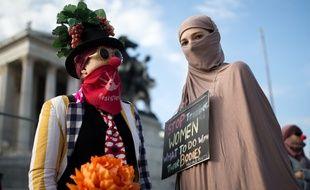 Des manifestants contre la loi prohibant le voile intégral à Vienne, le 1er octobre 2017.