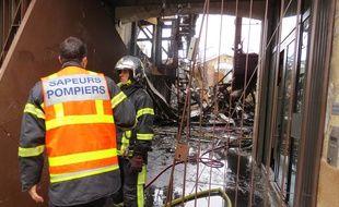 L'entrée de la Cantine numérique laisse deviner des locaux dévastés après l'incendie.