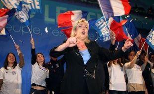 """Marine Le Pen, candidate du Front national à l'élection présidentielle, a dénoncé lundi """"l'incompétence structurelle du gouvernement"""" après l'annonce de la révision à la baisse à 0,5% de la prévision de croissance pour 2012"""