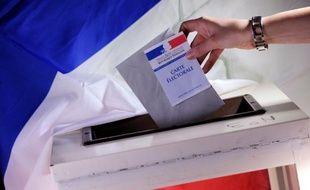 """A quelques jours du premier tour de la présidentielle, plus d'un Français sur deux (56%) estime que la démocratie ne fonctionne plus réellement en France où """"priment les intérêts économiques et financiers"""", selon un sondage Ifop pour le mouvement Colibris publié mardi."""