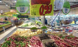 Illustration d'un rayon fruits et légumes dans un supermarché.