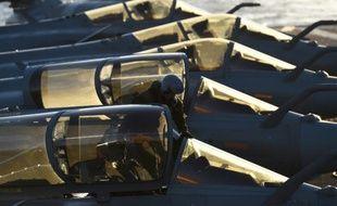 Des avions de chasse français de retour sur le porte-avions Charles de Gaulle après des raids sur l'Irak et la Syrie, en Méditerranée le 23 novembre 2015