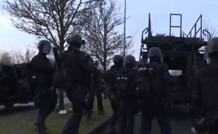 Capture d'écran de la vidéo diffusée par la gendarmerie de l'assaut sur l'imprimerie où étaient retranchés les deux tireurs de Charlie Hebdo.