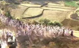 Le 9 septembre 2009, les admirateurs de Gandhi sont invités à rejoindre, vêtus de blanc, la «Révolte des fourmis blanches», à 13h tapantes.
